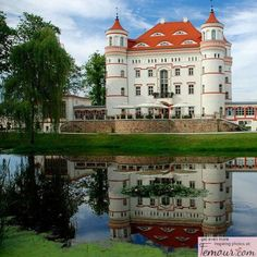 Wajanów Palace in Dolnośląskie Voivodeship, Poland Places Around The World, The Places Youll Go, Places To See, Around The Worlds, Beautiful Castles, Beautiful World, Beautiful Places, Palaces, Visit Poland