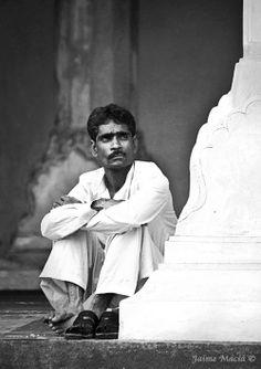 Lonely man. Agra, India. By Jaime Maciá  jaimemacia.tumblr.com