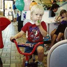 Scott Hoying as a kid. * How can you NOT repin this! That's freakin' ADORABLE! :D