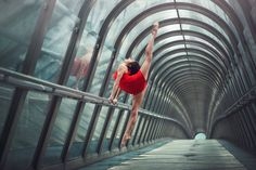 Harmonia ciała i przestrzeni. By uchwycić idealny moment Dimitry Roulland potrzebował zaledwie 1/320 sekundy!   fot. D. Roulland http://bit.ly/18tfrd0, Nikon D600, ISO 400