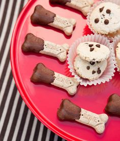 snacks-perros-onecharmingparty Cat Dog, Puppy Party, Pet Shop, Dog Treats, New Recipes, Bakery, Food And Drink, Nikko, Snacks