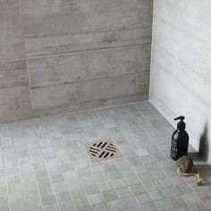 Italian shower: what tiling, flooring and wall? Slate Flooring, Diy Fire Pit, Tile Floor, Industrial, Shower, Bathroom, Wall, Design, Tiling