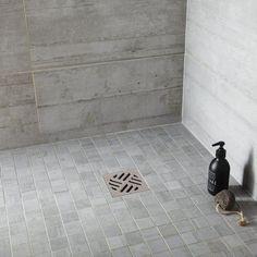 Italian shower: what tiling, flooring and wall? Beton Diy, Slate Flooring, Diy Fire Pit, Tile Floor, Industrial, Shower, Bathroom, Wall, Tiling