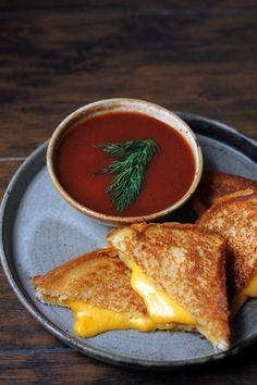Warm up this Saturday with a classic grilled cheese and smoky Stout tomato soup Recipe on our websi Warm up this Saturday with a classic grilled cheese and smoky Stout tomato soup Recipe on our websi STOUT Bloody nbsp hellip Cheese tasty Tomato Soup Grilled Cheese, Tomato Soup Recipes, Bloody Mary Recipes, Curry, Brunch, Meals, Bartender, Cooking, Ethnic Recipes