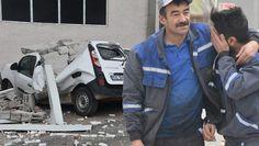 Sivas'ta fırtına duvar yıktı; araçlar hasar gördü. Otomobilini böyle görünce şoke oldu - Hürriyet