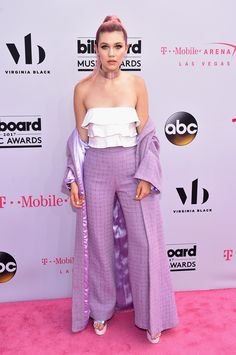 Jessie Paege at the 2017 Billboard Music Awards <<< MOM!/queen
