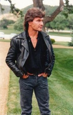 30 Photographs of a Young Patrick Swayze Rocking His Mullet Hairstyle in the and Lisa Niemi, Houston, Helmut Schmidt, Idole, Dirty Dancing, Raining Men, Cute Actors, Held, Famous Faces
