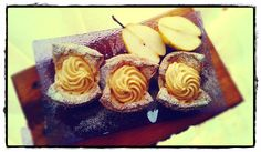 SŁODKIE ZAMIESZANIE: Miseczki z ciasta francuskiego z karmelowo-gruszko...