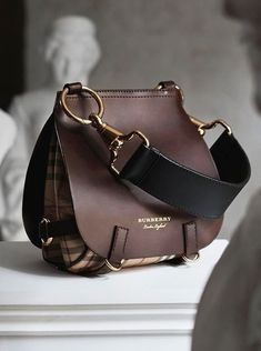 3009 best Handbags bags images on Pinterest in 2018   Leather purses ... 9e1df421d71
