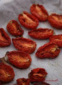 Bunatati de la Oana: Rosii uscate in cuptor, marinate cu oregano si usturoi Pantry, Biscuits, Caramel, Healthy Lifestyle, Almond, Vegan Recipes, Food And Drink, Vegetables, Cooking