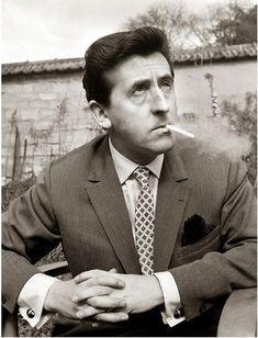 Jean Lefebvre est un comédien français, né le 3 octobre 1919 à Valenciennes et mort le 9 juillet 2004 à Marrakech, au Maroc.