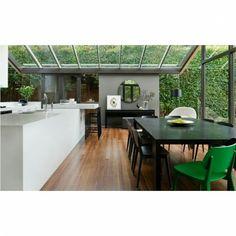 Cozinha Gourmet - Destaque para o vidro valorizando a vegetação.