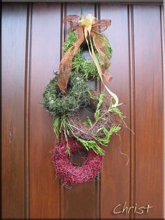 adventstuk Christmas Home, Xmas, Plant Hanger, Christmas Decorations, Wreaths, Shapes, Plants, Home Decor, Floral Arrangements