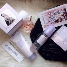 Imagem de ariana grande, fragrance, and ari Ari Ariana Grande, Ari Perfume, Ariana Grande Fragrance, Ariana Merch, Viva Glam, Just Girly Things, Birthday Wishlist, Smell Good, My Idol