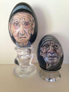Oude mannen geschilderd op ganzen-eieren.