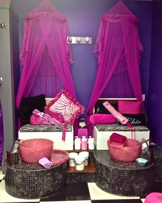 Nail Salon with Kid Chairs - Nail Salon with Kid Chairs , the Kid is Enjoin the Hello Kitty Pedicure Spa Chair Home Nail Salon, Nail Salon Decor, Kids Spa Party, Pamper Party, Nails For Kids, Manicure E Pedicure, Manicure Ideas, Kids Hair Salon, Pedicure Station