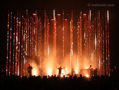 Breathtaking stage lighting at Radiohead show by designer Andi Watson. Excellent effect lighting, event lighting. Can you imagine this as DJ lighting at your next party? Stage Lighting Design, Stage Set Design, Church Stage Design, Event Design, Wedding Lighting, Event Lighting, Dark Fantasy Art, Rainbow Tours, Concert Stage Design