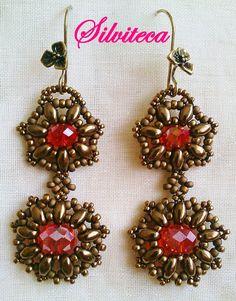 """Pendientes de cuentas bordadas """"doble margarita"""" en bronce light y rojo AB http://silviteca.wordpress.com Instagram:@silvitecabisuteria"""