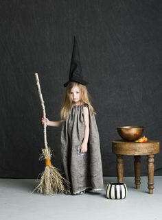 Mer Mag: Halloween Costumes for BHG – New York City Fashion Styles Clever Halloween Costumes, Creative Costumes, Halloween Kostüm, Witch Costumes For Kids, Diy Witch Costume, Group Halloween, Halloween Makeup, Halloween Disfraces, Baby Costumes