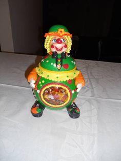 Pote Biscuit Palhaço Decorated Jars, Christmas Ornaments, Holiday Decor, Home Decor, Cold, Decorating Jars, Cold Porcelain, Mason Jars, Decoration Home