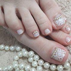 Lindo os pés feitos com películas rendadas V&N e joias francesas . #JoiasVN #liker #manicurespb #ideias #renda