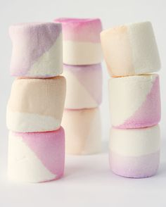 Super simple and pretty: Color dipped marshmallows (idlewifeblogspot).