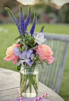 simple but beautiful flower arrangement - perfect centrepiece for outdoor dining