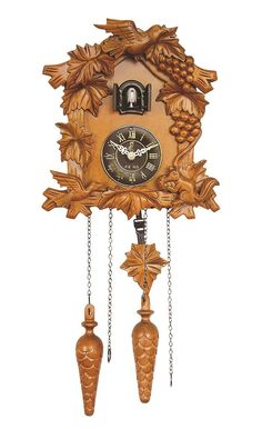 Relógio de cuco em madeira esculpida.