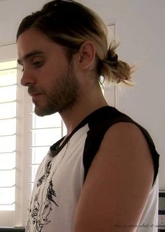 Jared Leto, lookin' all good with his man bun :) Long Hair, Don't Care: Marvel… Most Beautiful Man, Gorgeous Men, Beautiful People, Hair And Beard Styles, Long Hair Styles, Man Bun, Pretty Men, Facial Hair, Hair Trends