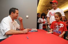 Pat Burrell signing autographs for fans the day before he officially retired as a Phillie