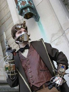 A really cool steampunk outfit - steampunk gloves, goggles and... mouthpiece or who knows what exactly that stuff really is...