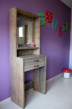 Tijdschriften annex krantenrek voor aan de muur gemaakt van steigerhout by johnny blue hout - Spiegel rivoli huis van de wereld ...