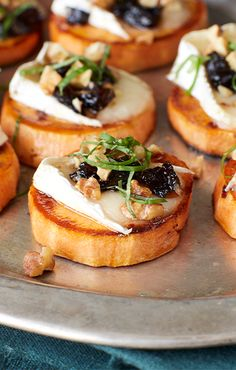 Prune, Yam and Brie Crostini recipe from Sunsweet® Yummy Appetizers, Appetizer Recipes, Burger Recipes, Clean Eating Snacks, Healthy Snacks, Appetisers, Yams, Finger Foods, Buffet