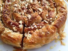 tartas masa filo tartas fáciles tarta espiral de manzana con masa filo tarta de manzana recetas delikatissen recetas con manzana postres fáciles Sweet Pie, Sweet Tarts, Pie Recipes, Dessert Recipes, Desserts, Queen Cakes, Good Food, Yummy Food, Fat Foods