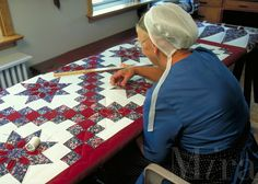 amish women sewing | Amish woman quilting a new quilt. Amish woman. Strasburg Pennsylvania ...