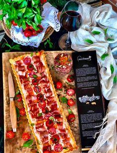 HOJALDRE DE JAMÓN IBÉRICO CON TOMATE Y CREMA DE AJO Snack Recipes, Cooking Recipes, Snacks, Empanadas, Canapes, Sin Gluten, Pasta Salad, Tapas, Catering