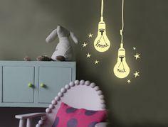 """Sticker phosphorescent """"Ampoules"""" de Mimilou Dimension : longueur 1 m Prix : 30 euros Liste des boutiques sur www.mimilou.net"""