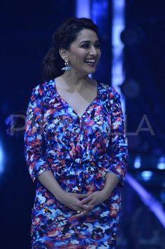 Kareena Kapoor Khan, Madhuri Dixit, Hindi Movies, Beautiful Women, Men Casual, Celebs, Actresses, Shirt Dress, Face