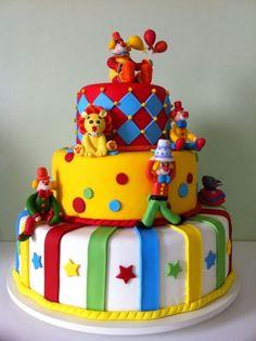 Bolo Circo Aluguel! Baby Boy Birthday Cake, Cute Birthday Cakes, First Birthday Themes, Circus Birthday, First Birthdays, Birthday Parties, Birthday Ideas, Clown Cake, Carnival Cakes