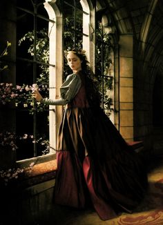 """"""" Queen Margaery wandering the Red Keep """" Coco Rocha in Vogue US December 2008 by Annie Leibovitz Fantasy Photography, Fashion Photography, Glamour Photography, Lifestyle Photography, Editorial Photography, Annie Leibovitz Photography, Prince Charmant, Vogue Us, Look Fashion"""