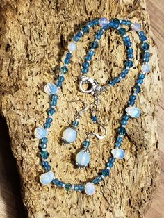 More Sea Opals, this time I added shades of Blues and eating to match. Turquoise Necklace, Beaded Necklace, Opals, Shades Of Blue, Jewlery, Blues, Soup, Party, How To Make