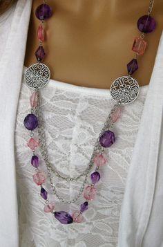 Púrpura largo collar de perlas collar rosado por RalstonOriginals                                                                                                                                                      Más