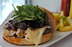 Mes Mayo 2012: burguer al PX: 140 gr. Ternera, rúcula, queso camembert y salsa con reducción de PX y ciruelas