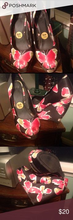 Elle butterflies shoes Great beautiful shoes with pink butterflies print see pictures Elle Shoes Wedges