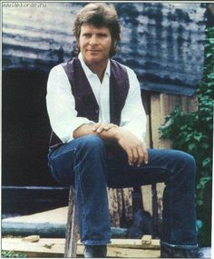 I have been a fan of John Fogerty since his days with CCR. Awesome singer songwriter.