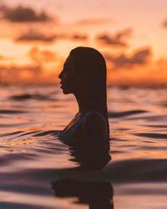 Beach Photography Poses, War Photography, Beach Poses, Types Of Photography, Creative Photography, Photography Ideas, Summer Photography Instagram, Levitation Photography, Inspiring Photography