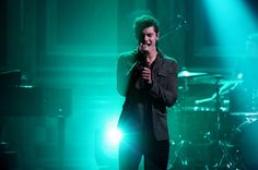 Shawn Mendes Sings Fall-Themed Tweets on 'Tonight Show' | Billboard