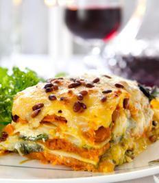 Lasagne alla zucca http://www.gustissimo.it/ricette/lasagne-cannelloni/lasagne-alla-zucca.htm