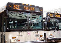 """Los mejores tipos de transporte cuando se visita Puerto Rico dependen del lugar donde te visita. En San Juan los taxis touristicos son el mejor tipo de transporte. En """"Old San Juan"""" el mejor tipo de transporte es caminar. Caminar es lo mejor para explorar. Otros tipos de transporte en Puerto Rico son autobuses, minibus, coches, metro y el transbordador."""