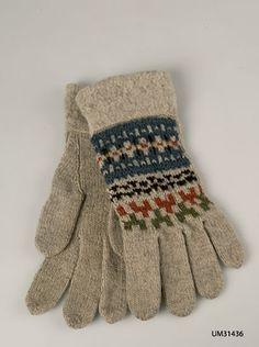 Gloves Blå randen designed by Anna-Lisa Mannheimer-Lunn for Bohus Stickning in the 1940s